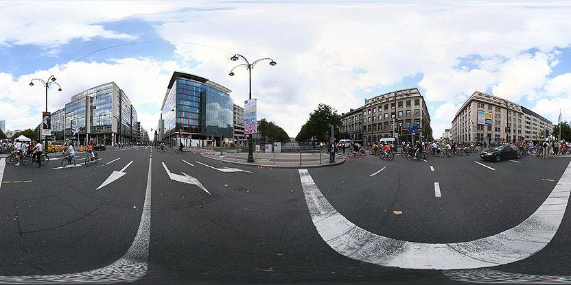 carrefour avec la petite ceinture (Arts-Loi), journée sans voiture, Bruxelles