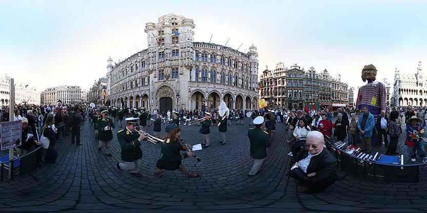 Concours d\'épouvantails sur la Grand Place de Bruxelles