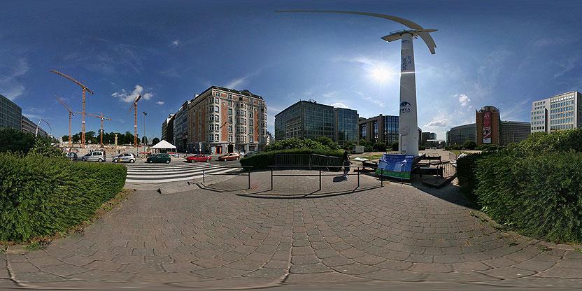Une éolienne sur le rond-point Schuman!