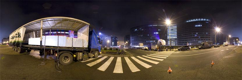 Action Time to lead sur le rond point Schuman, Bruxelles