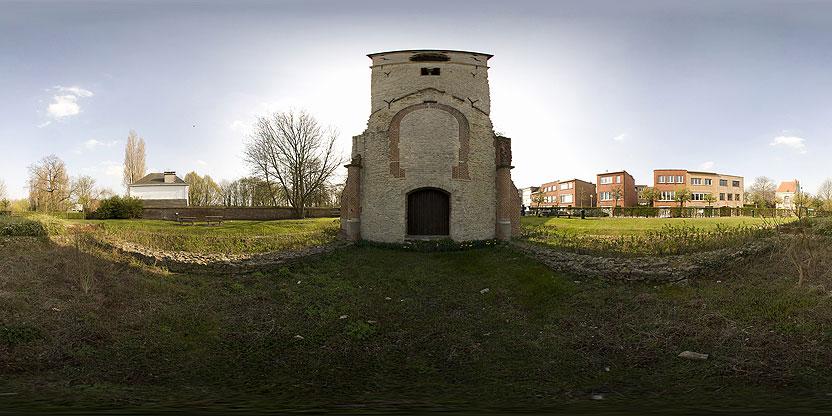 La tour romane de l'ancienne église des Saints-Pierre-et-Paull (Neder-over-Heembeek)