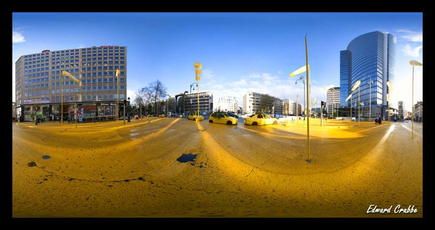la place Madou peinte en jaune
